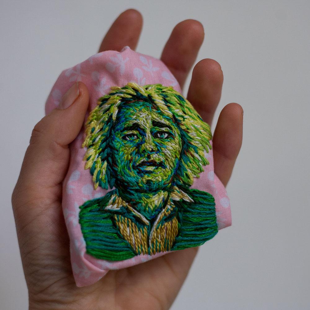 arte-ricamo-ritratti-colorati-danielle-clough-9