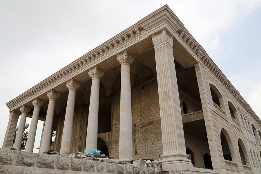 Le case pi strane del mondo keblog for Piani di casa del revival greco