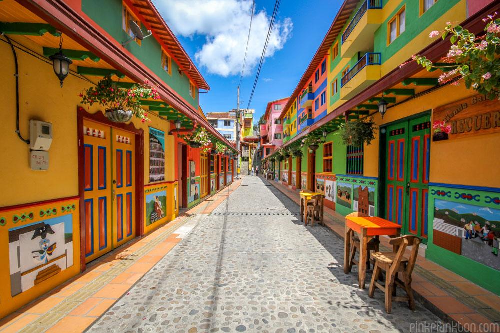 citta-colorata-dipinta-guatape-colombia-jessica-devnani-01