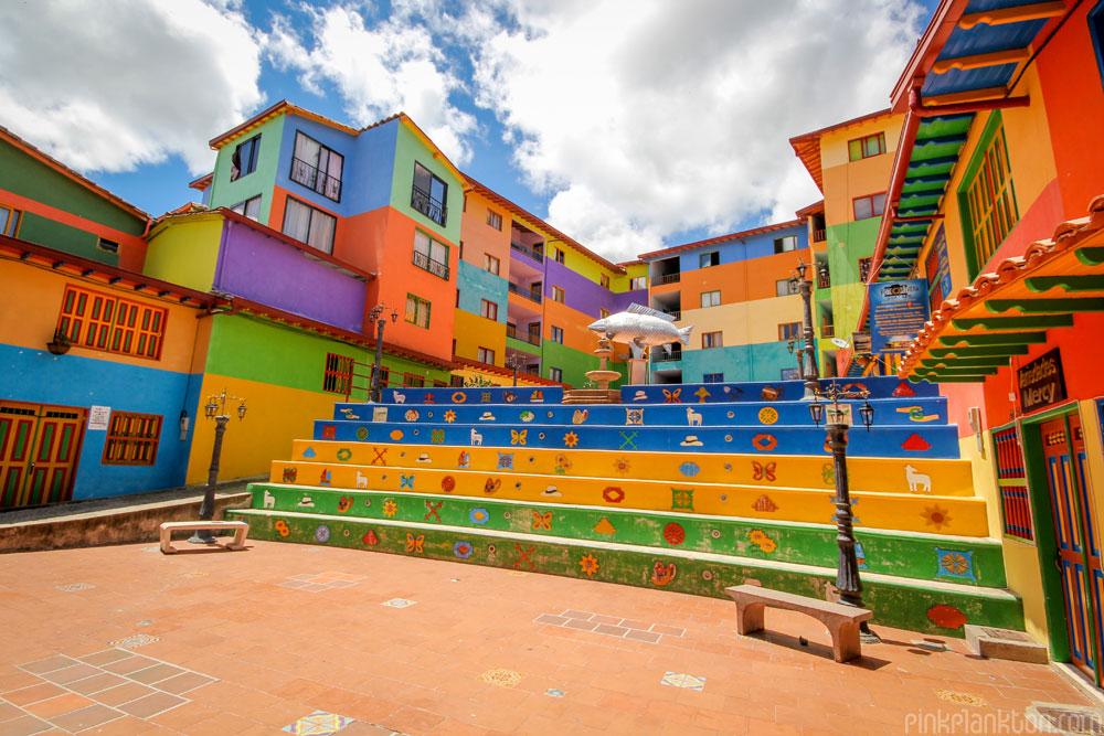 Alla scoperta di una delle citt pi colorate del mondo for Foto di ville colorate