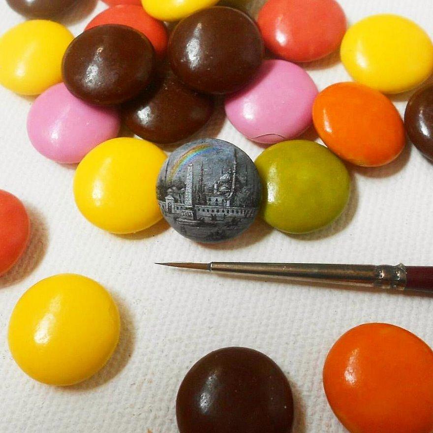 dipinti-miniatura-piccoli-oggetti-hasan-kale-07