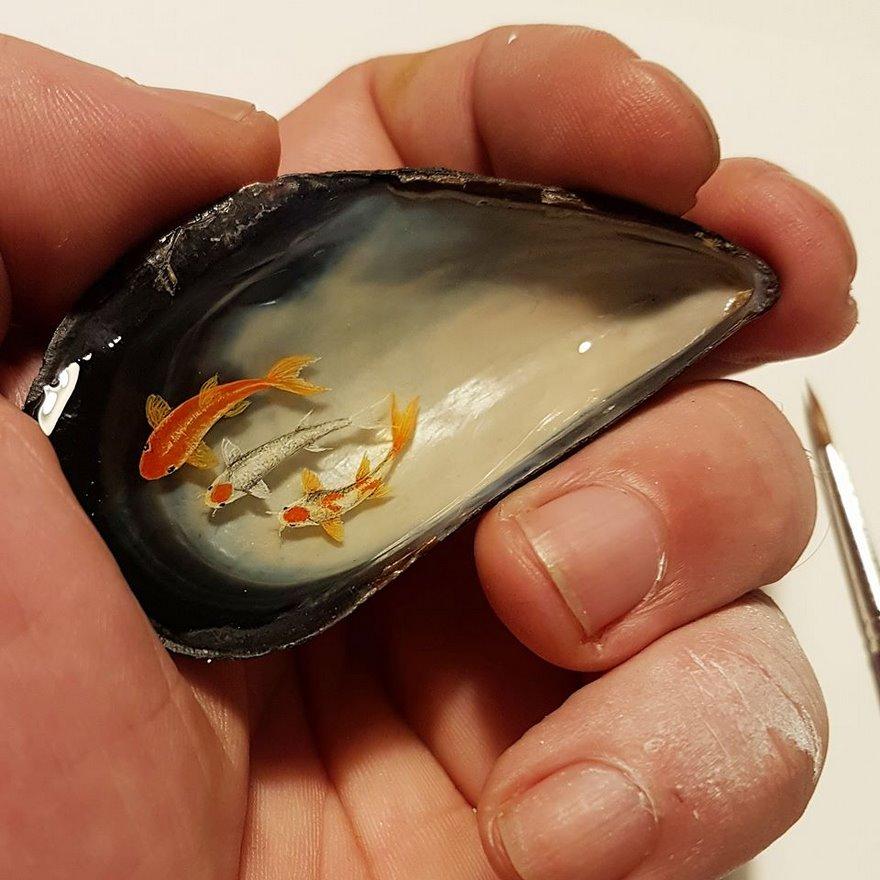 dipinti-miniatura-piccoli-oggetti-hasan-kale-25