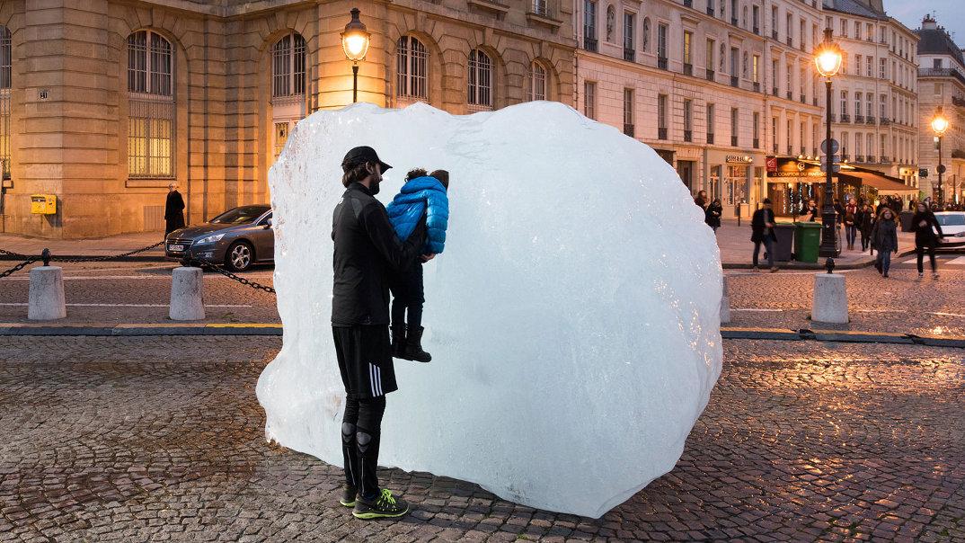 installazione-12-blocchi-ghiaccio-place-du-pantheon-olafur-eliasson-ice-watch-paris-5