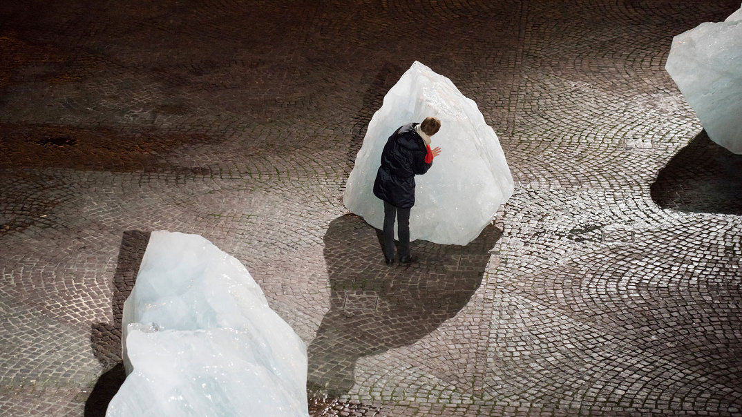 installazione-12-blocchi-ghiaccio-place-du-pantheon-olafur-eliasson-ice-watch-paris-7