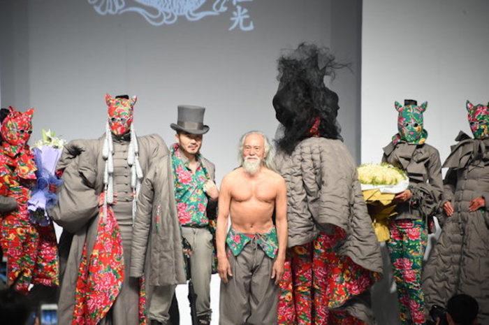 modello-80-anni-nonno-sexy-cina-wang-deshun-3