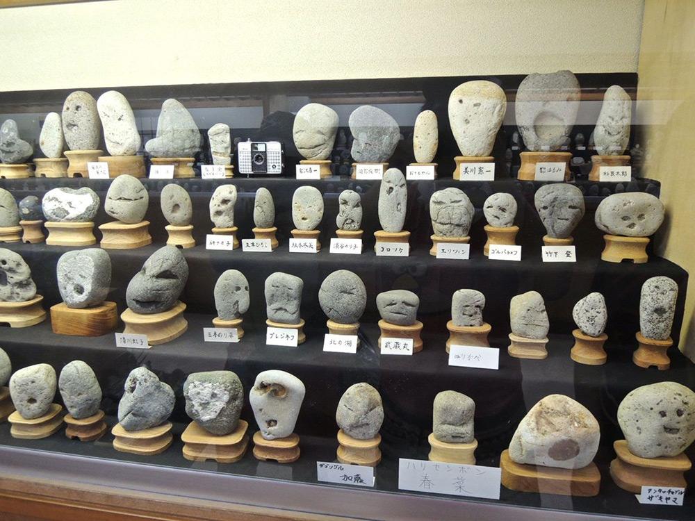 rocce-sembrano-volti-museo-chinsekikan-chichibu-giappone-01