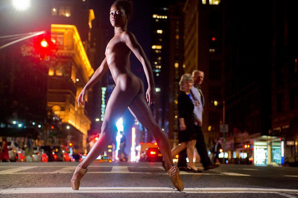 ballerini-nudi-danzano-strade-notte-dancers-after-dark-jordan-matter-07