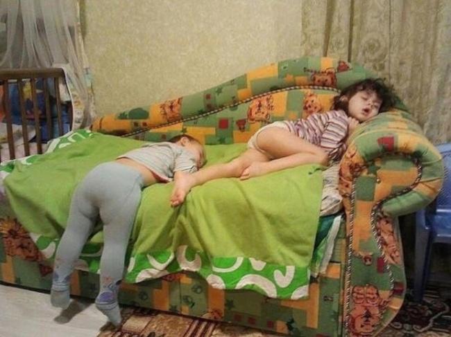 foto-divertenti-bambini-dormono-ovunque-05