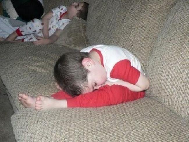 foto-divertenti-bambini-dormono-ovunque-09
