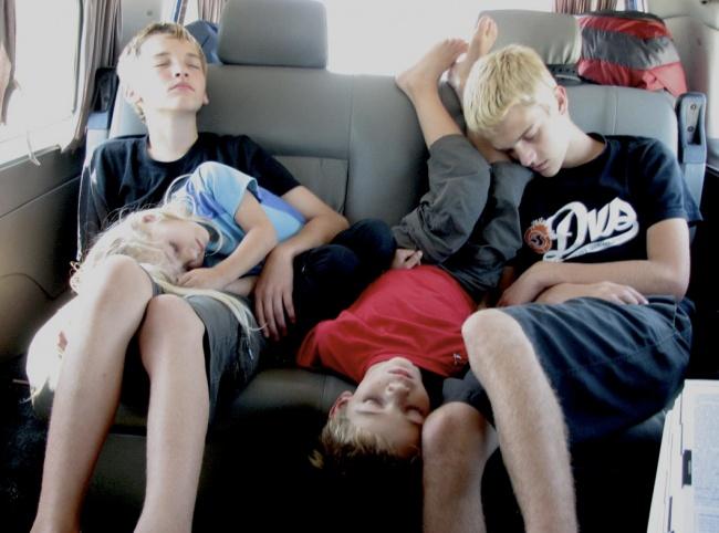 foto-divertenti-bambini-dormono-ovunque-10