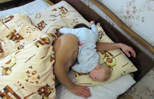 foto-divertenti-bambini-dormono-ovunque-11