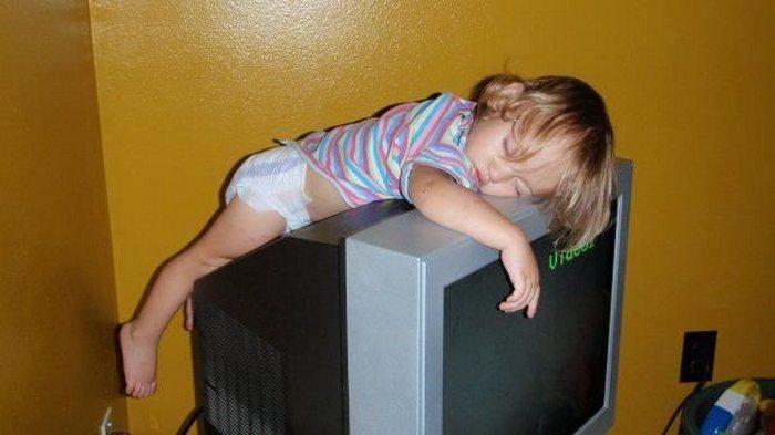 foto-divertenti-bambini-dormono-ovunque-21