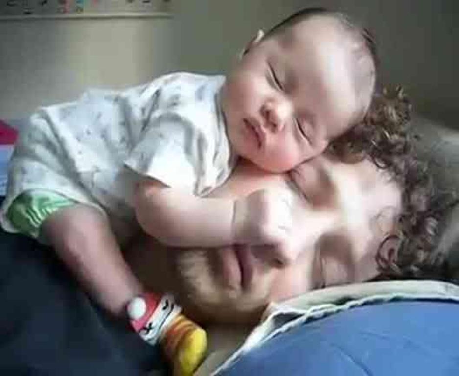 foto-divertenti-bambini-dormono-ovunque-27