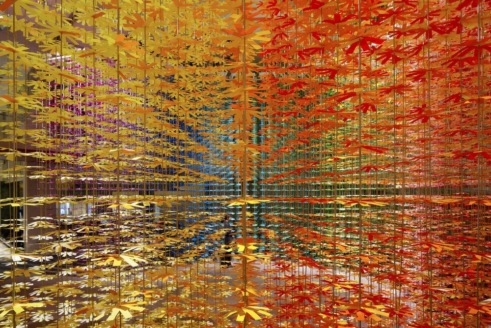 installazione-25000-fiori-carta-colorata-color-mixing-emmanuelle-moureaux-01