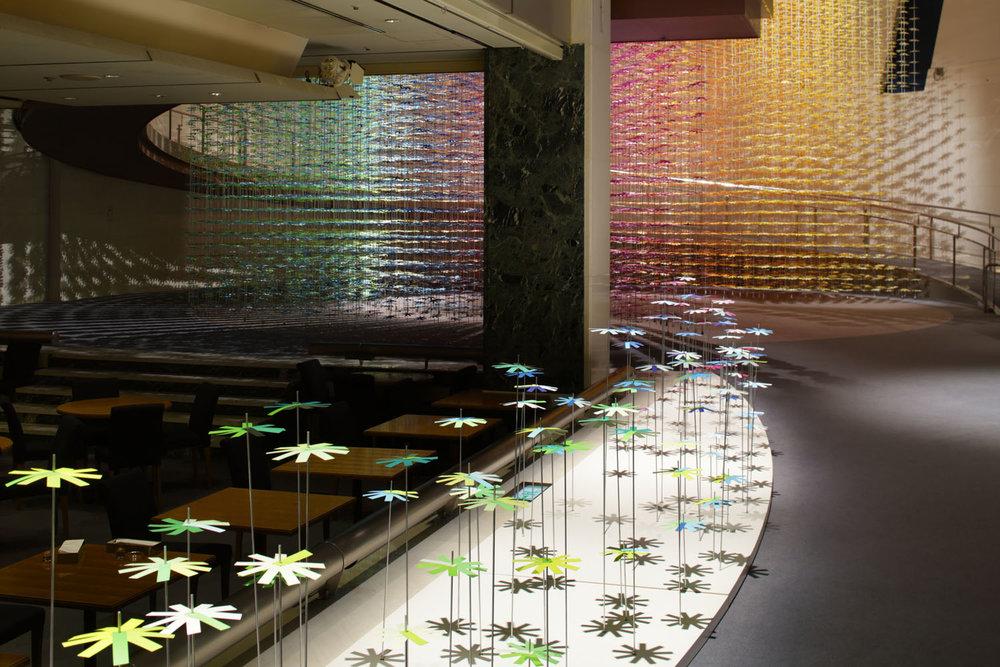 installazione-25000-fiori-carta-colorata-color-mixing-emmanuelle-moureaux-04
