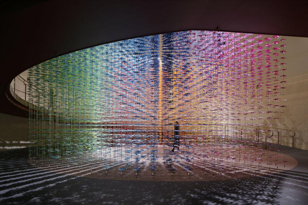 installazione-25000-fiori-carta-colorata-color-mixing-emmanuelle-moureaux-09