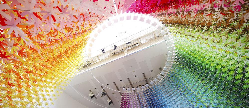 installazione-25000-fiori-carta-colorata-color-mixing-emmanuelle-moureaux-11