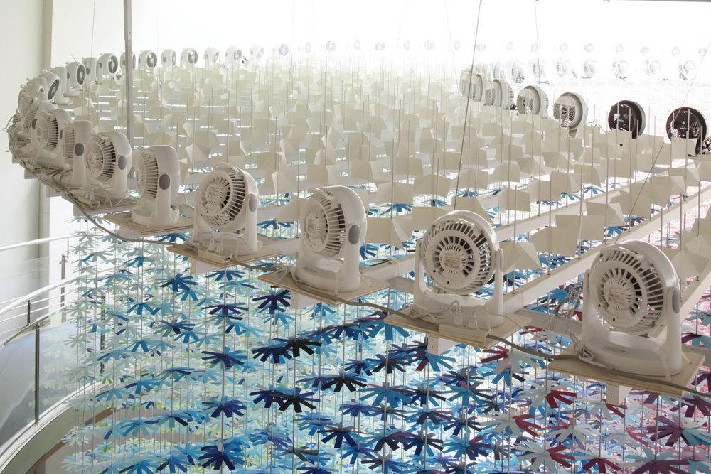 installazione-25000-fiori-carta-colorata-color-mixing-emmanuelle-moureaux-12
