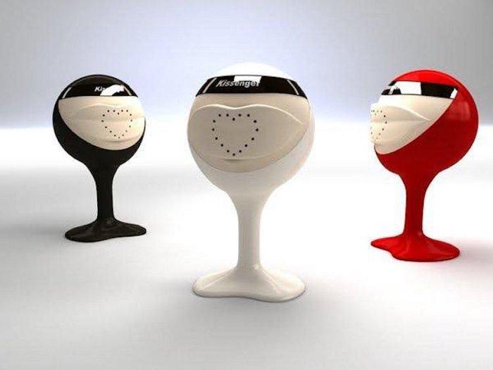 dispositivo-cellulari-per-baci-a-distanza-kissenger-4