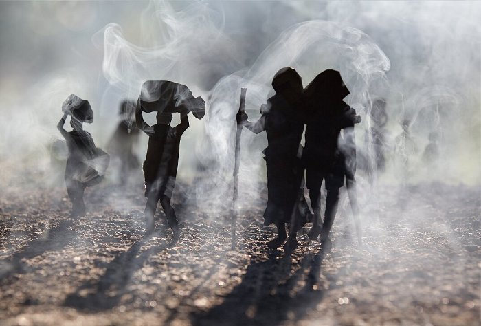 fotografia-miniature-carta-fumo-cambogia-guerra-remissa-mak-09