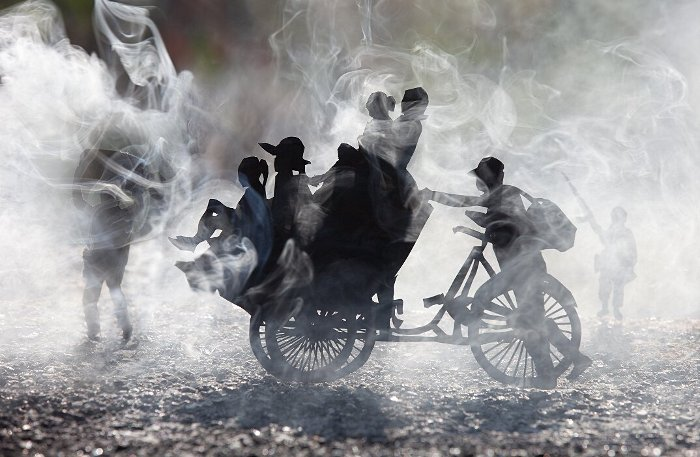 fotografia-miniature-carta-fumo-cambogia-guerra-remissa-mak-14