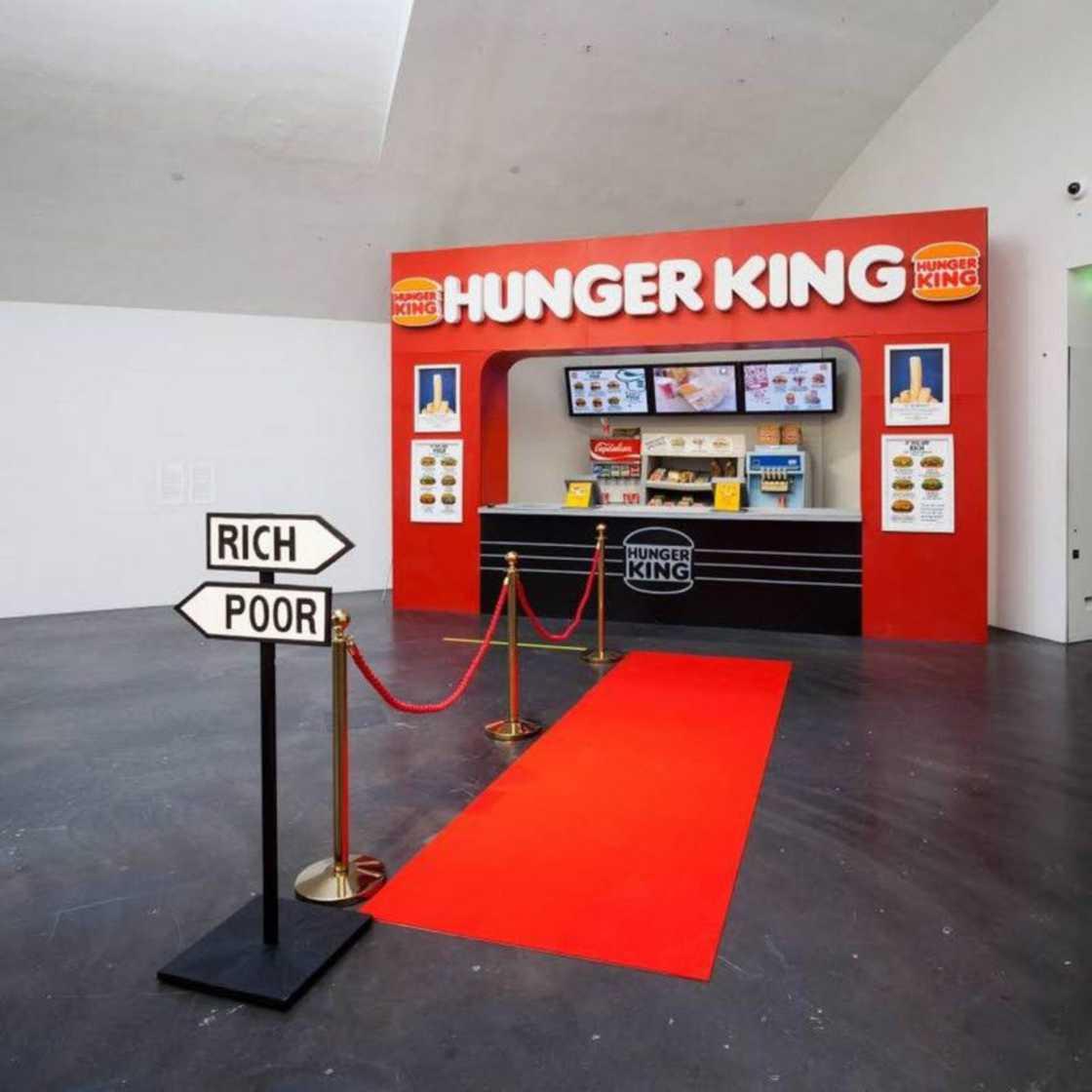 installazione-arte-critica-societa-capitalismo-hunger-king-jani-leinonen-01