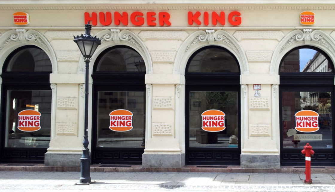 installazione-arte-critica-societa-capitalismo-hunger-king-jani-leinonen-07