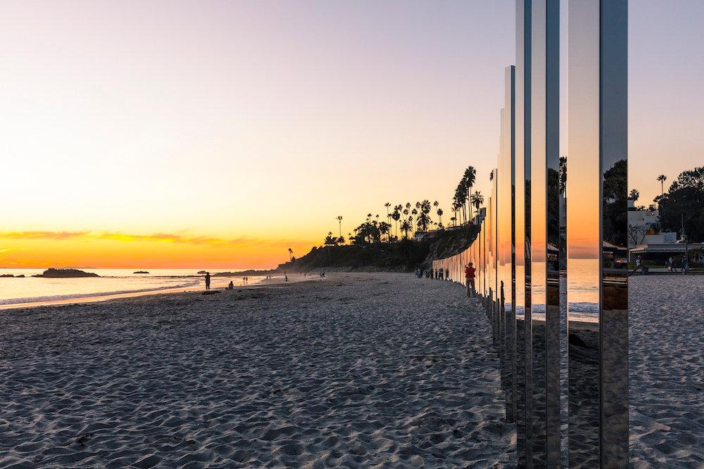 installazione-pali-specchio-riflettono-oceano-california-philipk-smisth-lance-gerber-4