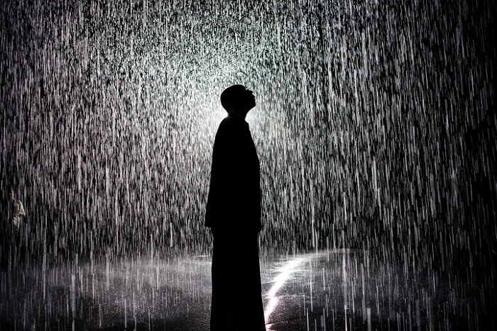 installazione-simula-pioggia-temporale-rain-room-random-international-02