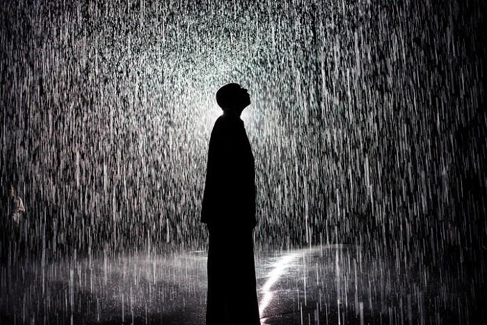 installazione-simula-pioggia-temporale-rain-room-random-international-02