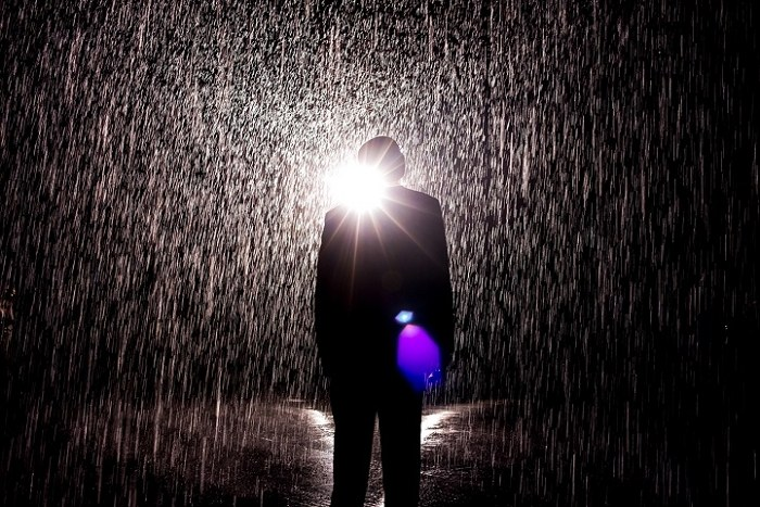 installazione-simula-pioggia-temporale-rain-room-random-international-04
