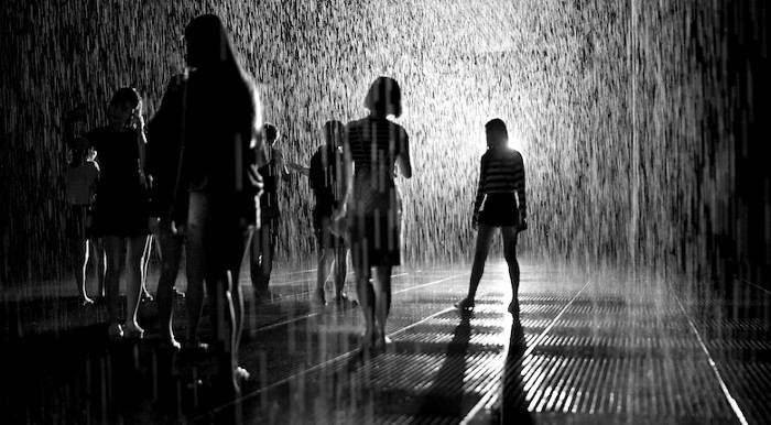 installazione-simula-pioggia-temporale-rain-room-random-international-07