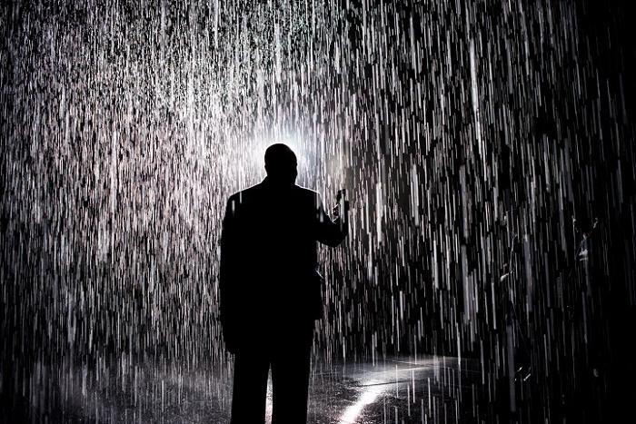 installazione-simula-pioggia-temporale-rain-room-random-international-08