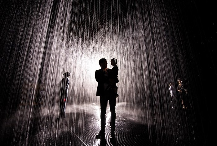 installazione-simula-pioggia-temporale-rain-room-random-international-10
