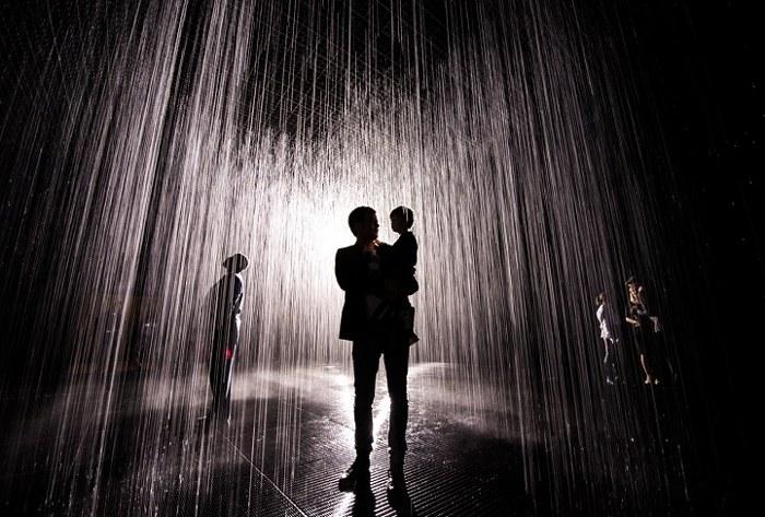 installazione-simula-pioggia-temporale-rain-room-random-international-10