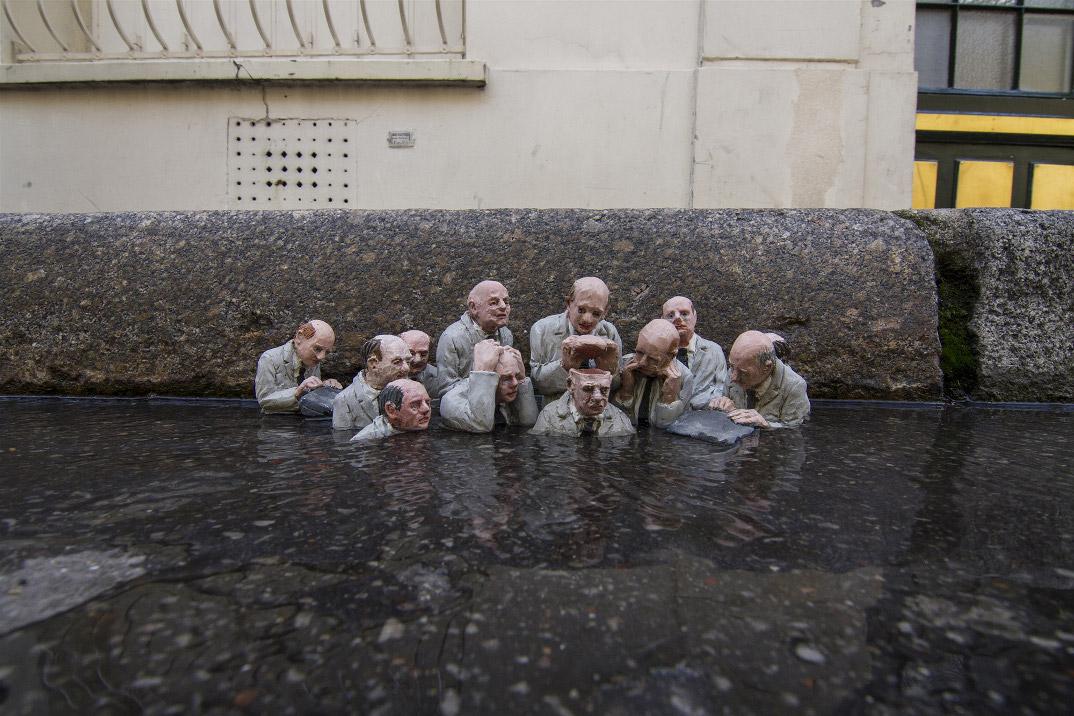 installazioni-miniatura-street-art-critica-societa-isaac-cordal-02