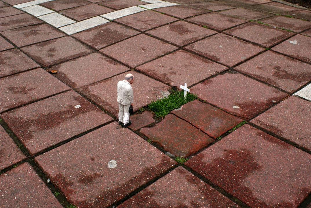 installazioni-miniatura-street-art-critica-societa-isaac-cordal-08