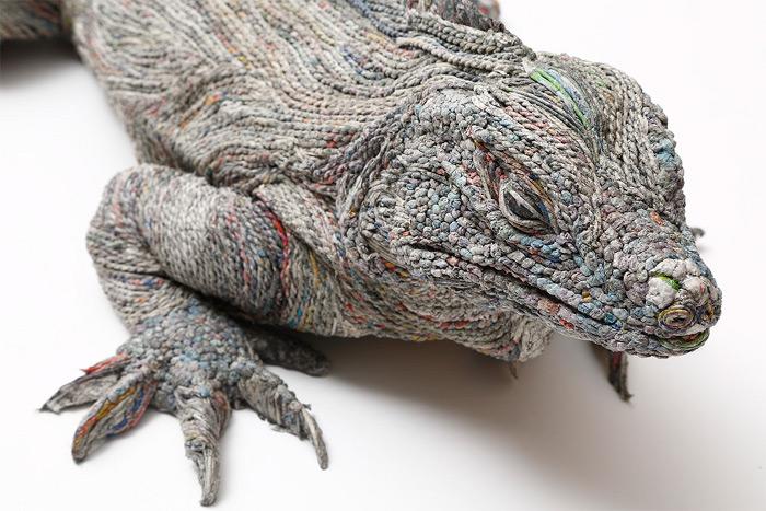 sculture-animali-grandezza-reale-carta-giornali-arrotolati-chie-hitotsuyama-07