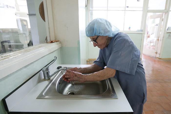 chirurgo-piu-anziano-mondo-alla-illynichna-levushkina-05