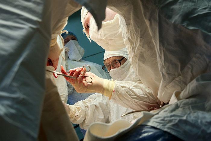 chirurgo-piu-anziano-mondo-alla-illynichna-levushkina-06