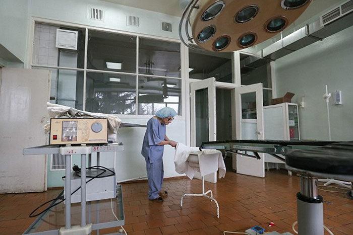 chirurgo-piu-anziano-mondo-alla-illynichna-levushkina-10