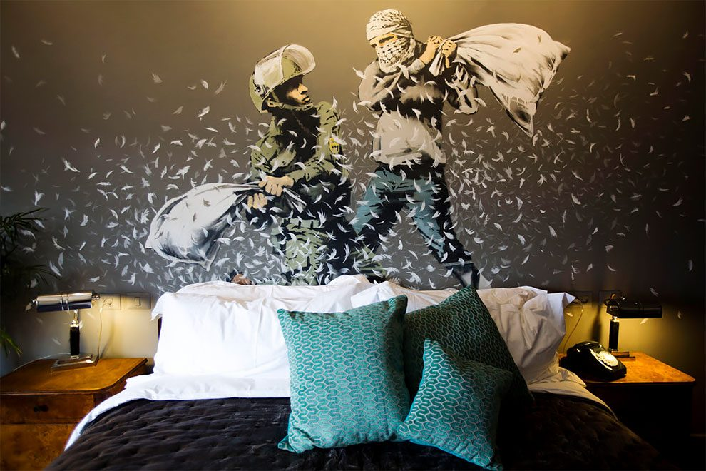 hotel-peggiore-vista-mondo-the-walled-off-hotel-betlemme-banksy-01