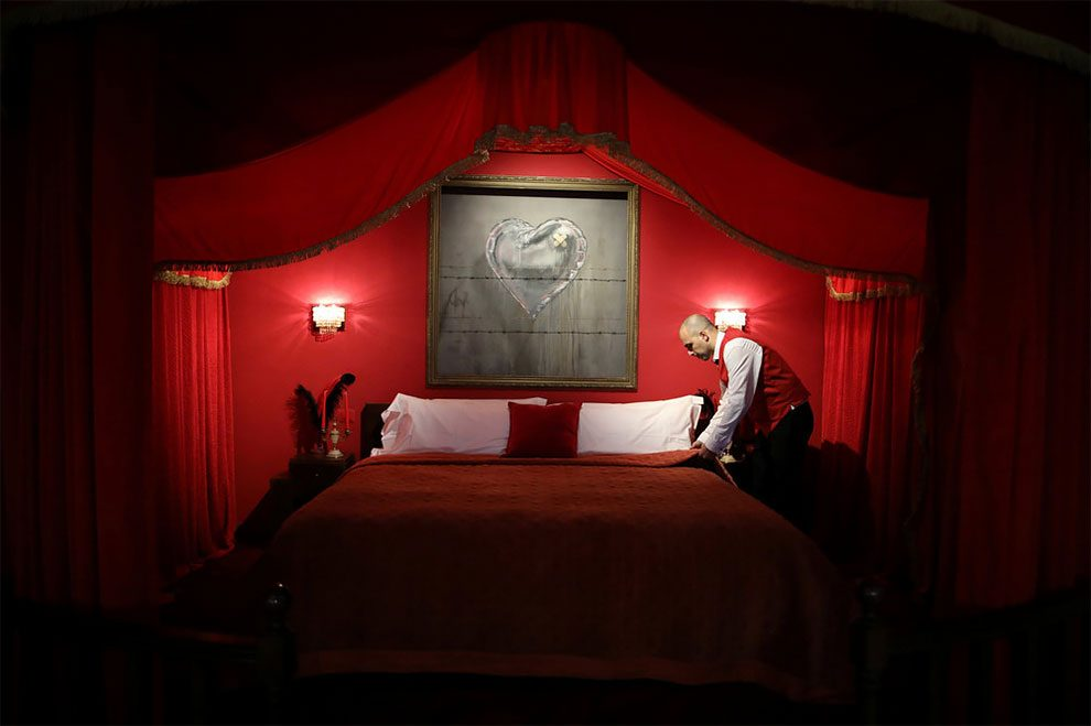 hotel-peggiore-vista-mondo-the-walled-off-hotel-betlemme-banksy-10