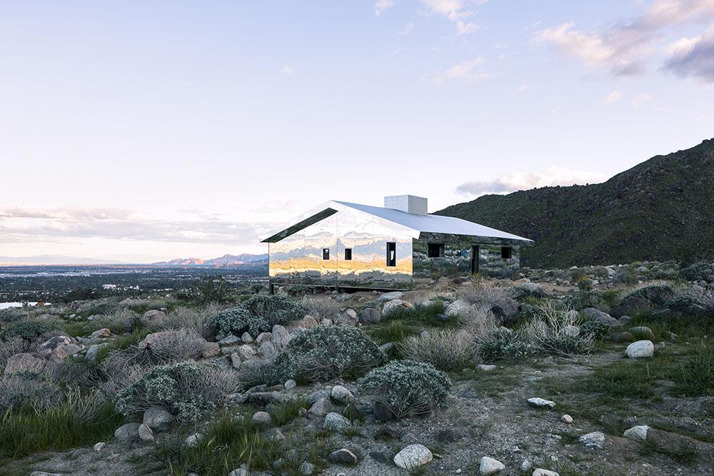 installazione-casa-riflette-deserto-california-mirage-doug-aitken-03