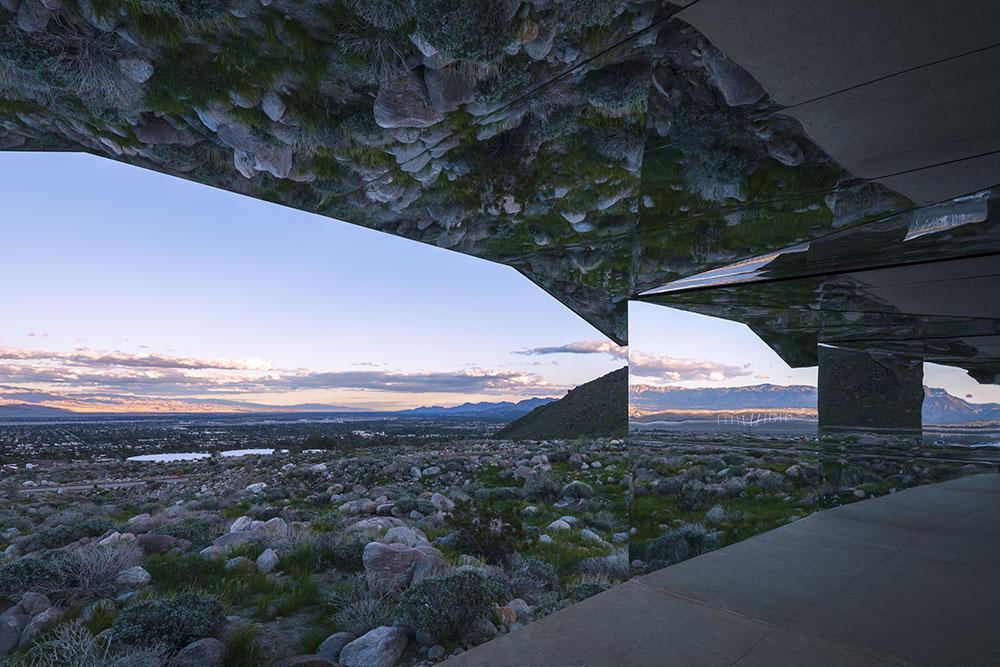installazione-casa-riflette-deserto-california-mirage-doug-aitken-04