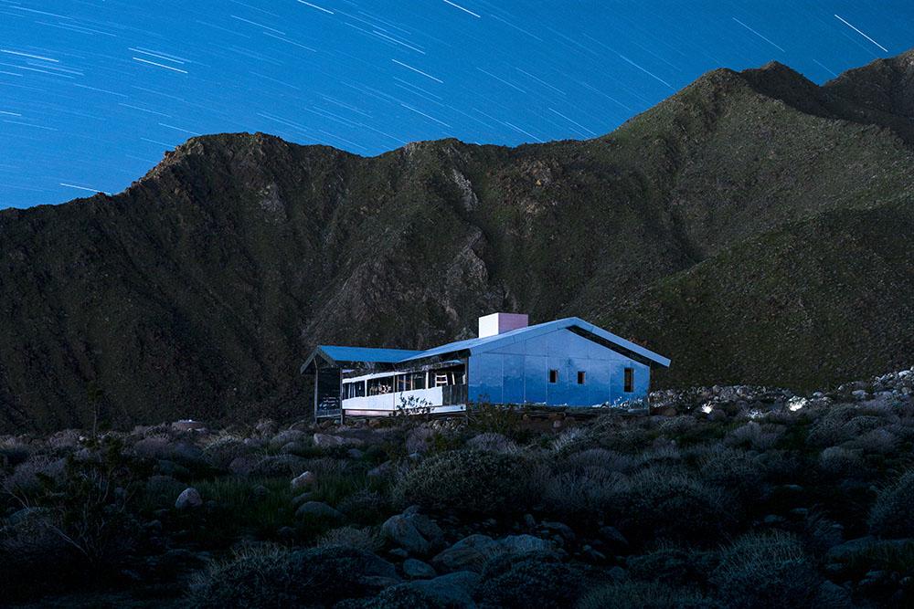 installazione-casa-riflette-deserto-california-mirage-doug-aitken-05