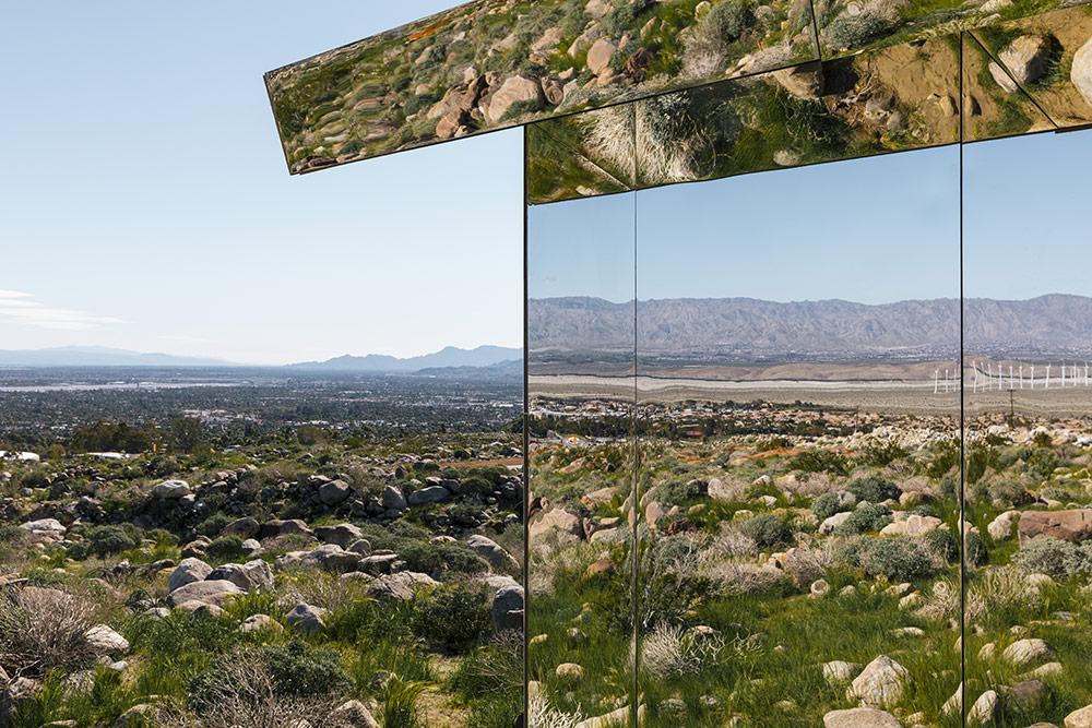 installazione-casa-riflette-deserto-california-mirage-doug-aitken-07