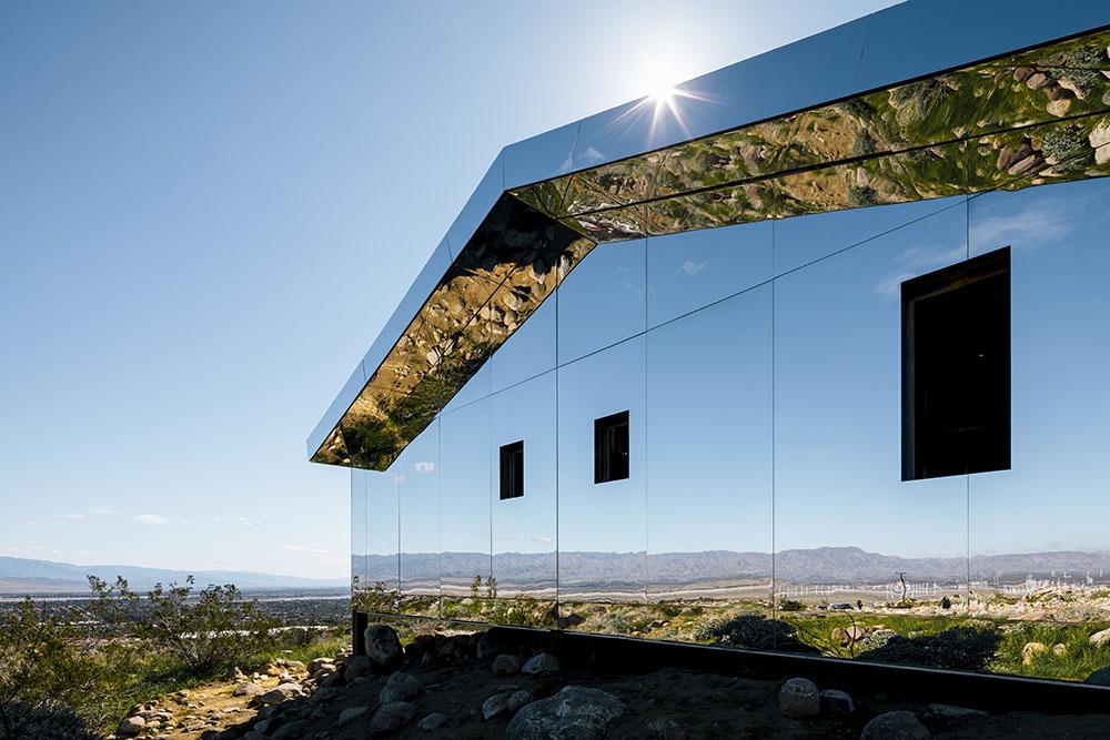 installazione-casa-riflette-deserto-california-mirage-doug-aitken-09