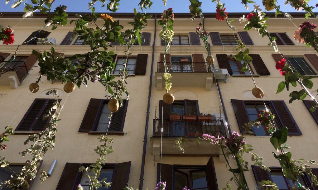 fiori-facciata-palazzo-milano-flowerprint-piuarch-brera-08