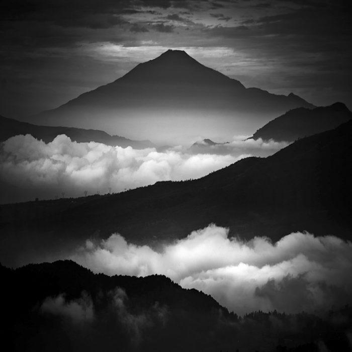 La splendida fotografia bianco e nero di hengki koentjoro for Disegni bianco e nero paesaggi